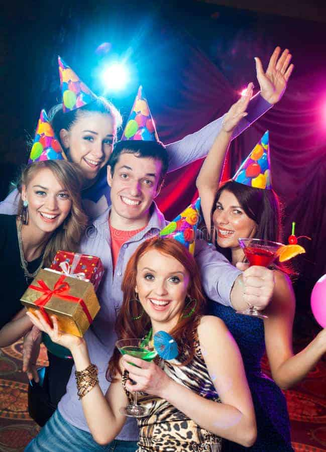 birthday-party-nightclub-cheerful-young-company-celebrates-33831372